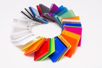 druk-na-plexi-kolorowej
