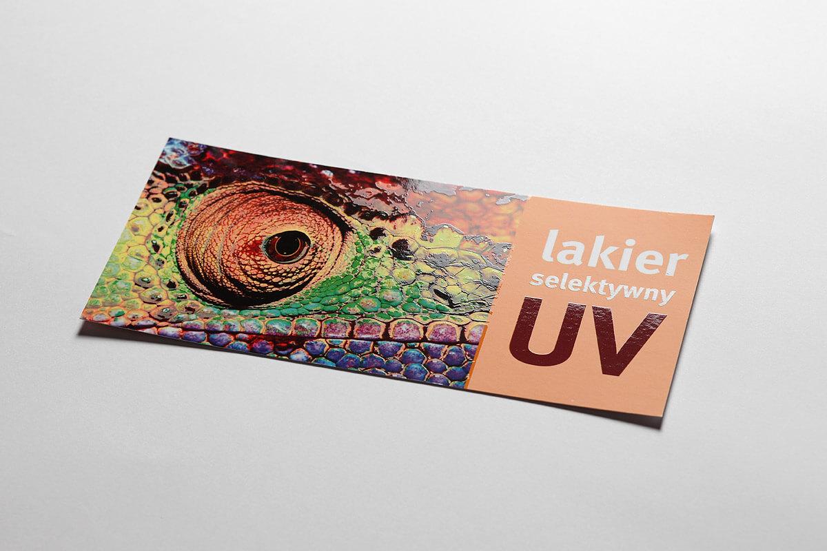 wizytowki-z-lakierem-UV